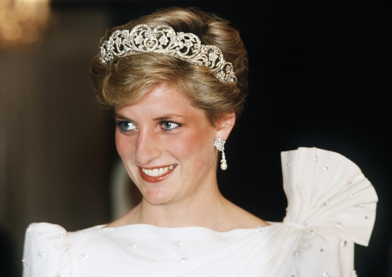 Who-Playing-Princess-Diana-Crown